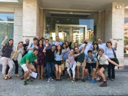 Jahrgang Nr. 6 des Transnationalen Mobilitätsprojekts vor dem Berliner Haus der Wirtschaft