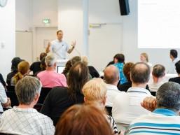 Dr. Mathias Kirchgatter, Leiter technische Ausbildung von Berliner Glas beim Infotag zur Fachkraft Optik