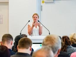 Dr. Katrin Kreck, Personalerin der Carl Zeiss Meditec beim Infotag zur Fachkraft Optik