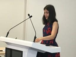 Lourdes bei ihrer Präsentation - Transnationales Mobilitätsprojekt