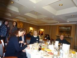 Seminar- und Lehrgangsteam mit Personalern beim bbw Personalerfrühstück