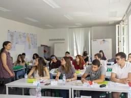 Der Deutschunterricht findet jeden Montag statt