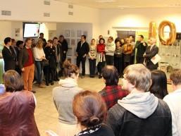 10 Jahre bbw Hochschule in Berlin - Studierende und Mitarbeiter beim Empfang im Foyer