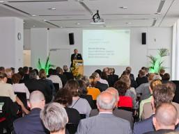 Publikum während eines der Fachvorträge beim bbw Zuwanderungstag im Berliner Haus der Wirtschaft