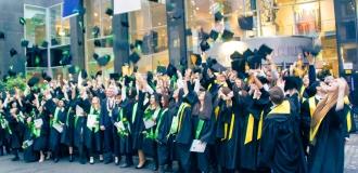 Hutwurf der Bachelor- und Master-Absolventen der bbw Hochschule im Hotel Maritim ProArte